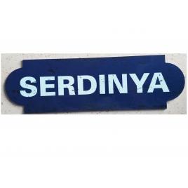 Repro de la plaque de la gare de Serdinya, desservie par le Train jaune
